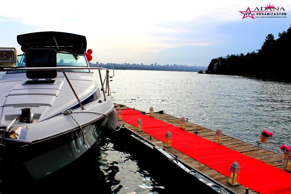yata teknede evlilik teklifi