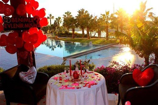 Sheraton otelde Sürpriz Evlilik Teklifi Organizasyonu